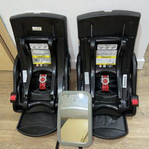 2 Graco car seat bases with Mirror for Sale in Auburn, WA