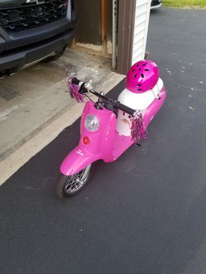Girls Razor Sweet Pea scooter for Sale in New Lenox, IL