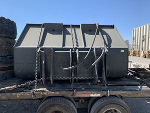Tip up bucket ( werk-beau co) tink style bucket for Sale in Temecula, CA
