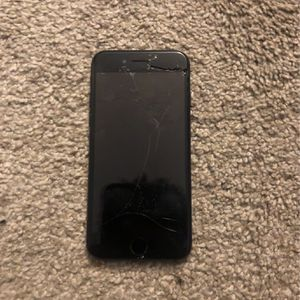 iPhone 8 Se (Black) for Sale in Hopkins, SC