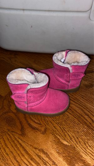 Toddler Girls size 5 Ugg boots for Sale in Worth, IL