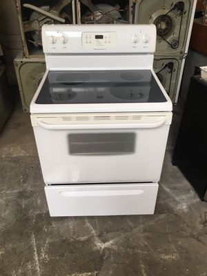 Stove electric brand Frigidaire everything is working condition 90 days warranty delivery and installation for Sale in San Leandro, CA