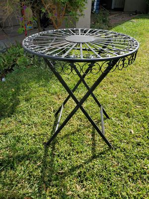 New metal patio table brand new for Sale in Fontana, CA