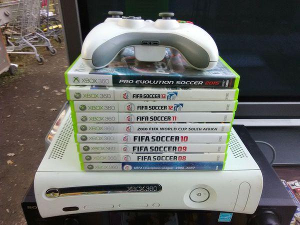 Xbox 360 with 9 Futbol games