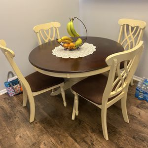 Dining Table With Chairs for Sale in Hoffman Estates, IL
