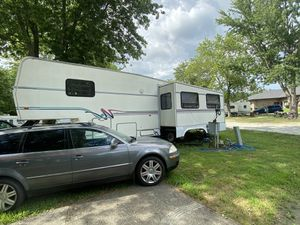 1997 fifth wheel camper Rv for Sale in Charlotte, NC