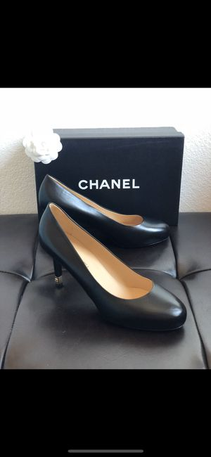 Chanel Black Leather Round-Toe Heels for Sale in Las Vegas, NV