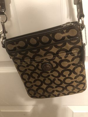 Authentic Coach crossbody for only $ 40 No low offers is already low.. Only pickup serious buyers for Sale in Fresno, CA