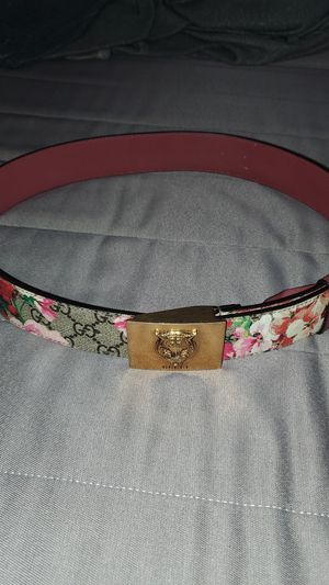 Gucci belt for Sale in Moreno Valley, CA