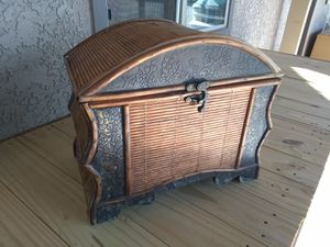 Free Local Delivery Vintage Small Wood Chest for Sale in Rancho Cucamonga, CA