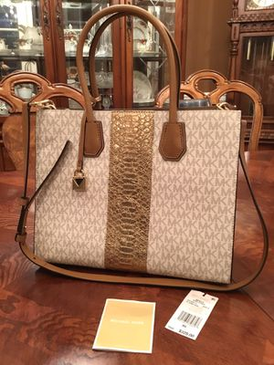 Michael Kors medium satchel, NEW condition. for Sale in Roy, WA