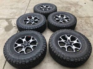Factory OEM Stock ((brand new)) Jeep Rubicon wheels and tires set of 5 With a BF Goodrich Ko2 LT285/70/17 for Sale in Modesto, CA