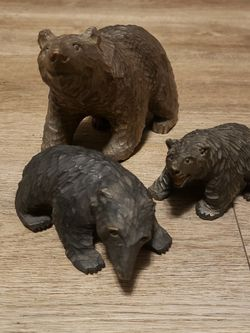 PENDING SALE Vintage Carved Wood Bear Family Figurines for Sale in Portsmouth,  VA