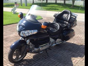 2009 Honda Gold Wing 1800CC AirBag + Reverse. MOTORCYCLE for Sale in Miami, FL