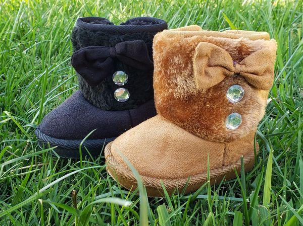 Bota caliententa para bebes. Warm boots for infants. Sizes: 2,3,4,5,6,7. Bristol Swapmall in Santa Ana $10