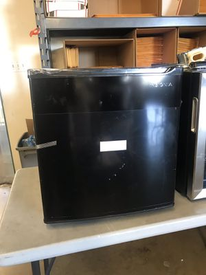 New Insignia 1.7 mini refrigerator for Sale in Upland, CA
