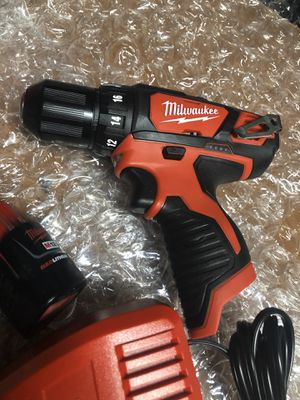 12 V MILWAUKEE DRILL DRIVER W/ BATTERY AND CHARGER for Sale in Colton, CA