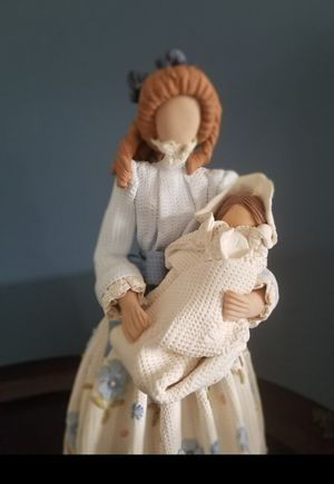 Faceless Dominican figurine Mother and baby for Sale in Miami, FL
