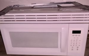 Frigidaire white built in microwave for Sale in Olney, MD