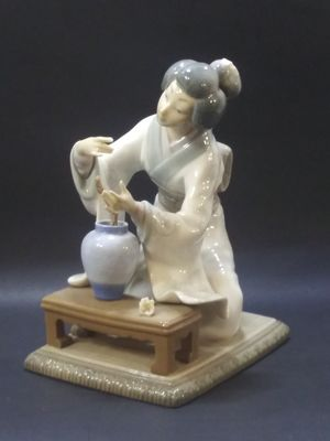 Lladro figurines collectibles lady for Sale in North Bay Village, FL