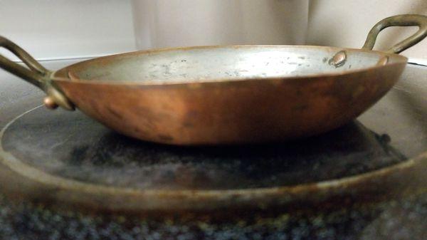 Flat copper pan