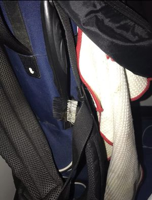 Golfing bag , 6 balls, 10 clubs for Sale in Raleigh, NC