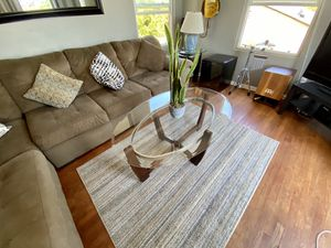 Minimalist Glass Coffee Table In Great Condition for Sale in San Diego, CA