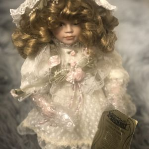 Beautiful Collectible Dolls w/certificate for Sale in Orlando, FL
