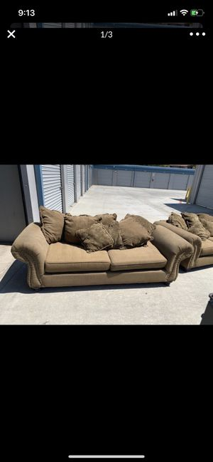Free couch and love seat. for Sale in Moreno Valley, CA