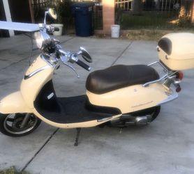 2013 Lance Cali Classic 125 scooter for Sale in La Puente,  CA
