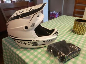 Mountain bike / BMX Full Face Helmet with Extra Pads for Sale in Houston, TX