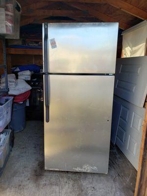 LG Stainless steel fridge for Sale in Alexandria, VA