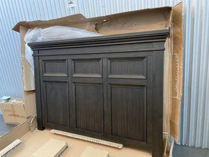 Queen Storage Bed / Cama Queen con espacio de almacenamiento for Sale in La Puente, CA