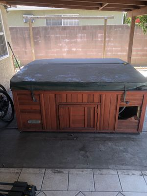 Working jacuzzi hot tub spa - 6 person for Sale in Pico Rivera, CA