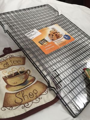 Bakers Secret Non Stick Cooling Racks (Set of two) Brand New for Sale in San Marcos, CA