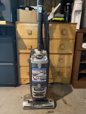 Shark Vacuum in good condition for Sale in Mundelein, IL