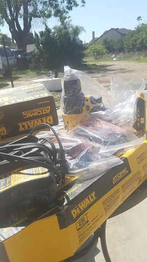 DeWalt 20 volt Max brushless compact series model dcd780 82 inch drill driver kit box number D- d 2 battery and charger included for Sale in Glendora, CA