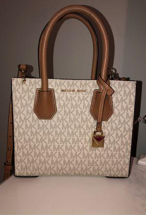 Micheal kors crossbody purse for Sale in Savannah, GA