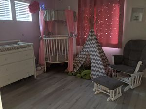 Round crib with bedding sets, glider w ottoman combo for Sale in Riverside, CA
