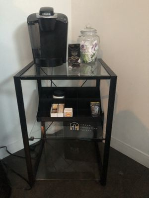 KEURIG COFFEE MAKER WITH GLASS STAND $50 for Sale in Los Angeles, CA