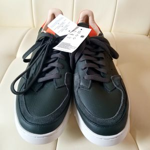 Adidas Mens shoes size 11 for Sale in Queens, NY