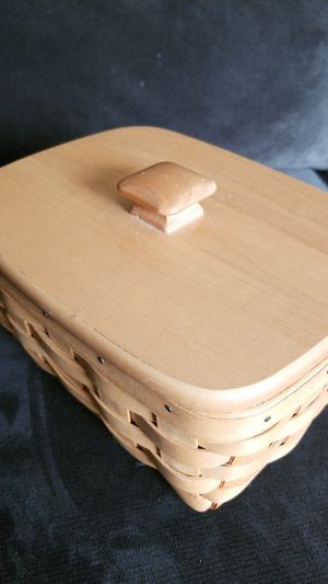 Longaberger basket w/ lid and plastic liner for Sale in Tigard, OR