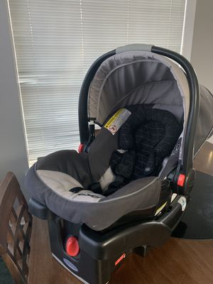 Graco SnugRide 35 Infant car seat with base for Sale in Grand Prairie, TX