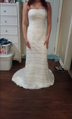 WEDDING DRESS! It hasn't been used. for Sale in Los Fresnos, TX