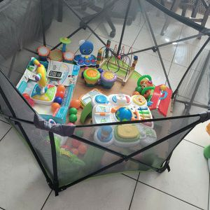 GREAT CONDITION SUMMER PLAY PEN EVERYTHING IS INCLUDED for Sale in Miami, FL