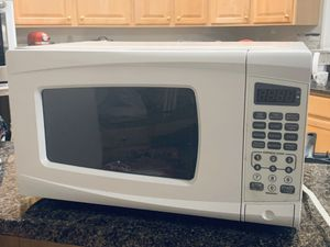 0.9 Cu 700 watts microwave for Sale in Rockville, MD