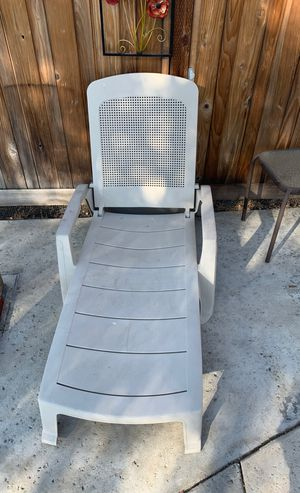 Pool reclining and stackable chase lounge chairs for Sale in West Covina, CA