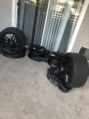 "(4) 20"" 2015 Ferrari FF black rims w/ (2) Pirelli Tires size 295/35/ZR20 lug pattern 5x114.3 for Sale in San Jose, CA"