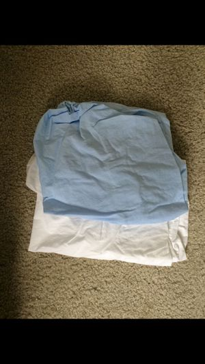 2 Pack n play sheets and 3 blankets for Sale in Battle Ground, WA