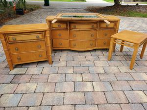 King bed bedroom furniture for Sale in Southwest Ranches, FL